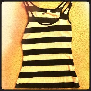 🎇🎆3for $9 Black and white striped tank top